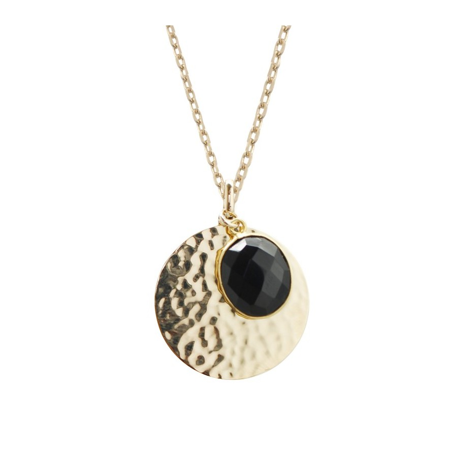 Bijou personnalisé : un collier avec médaille en plaqué or et onyx